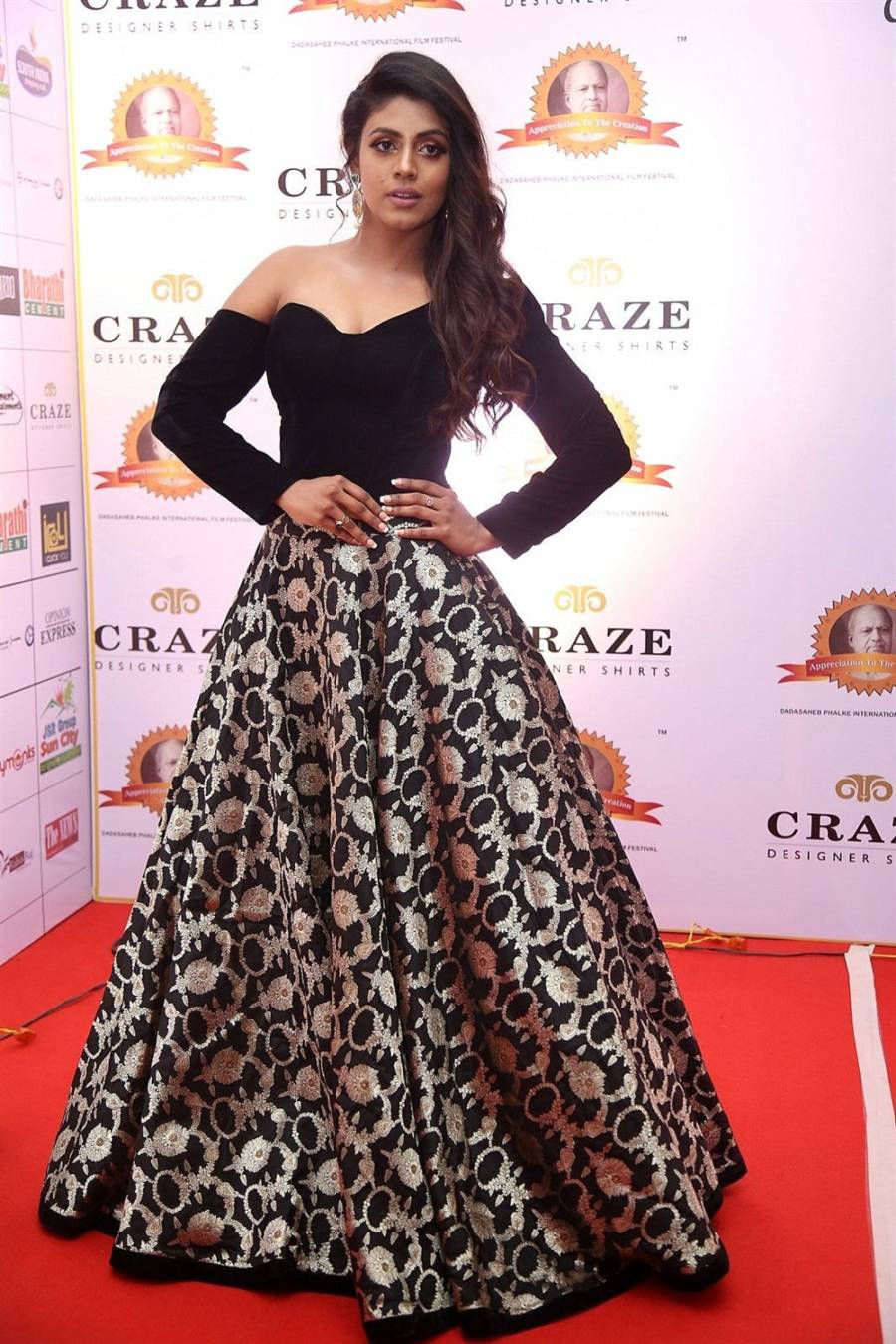 Tamil Actress Iniya in Black Dress at Dadasaheb Phalke Awards