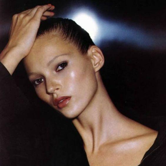 Kate Moss black eyeliner | Beauty, makeup, 90s | Allegory of Vanity