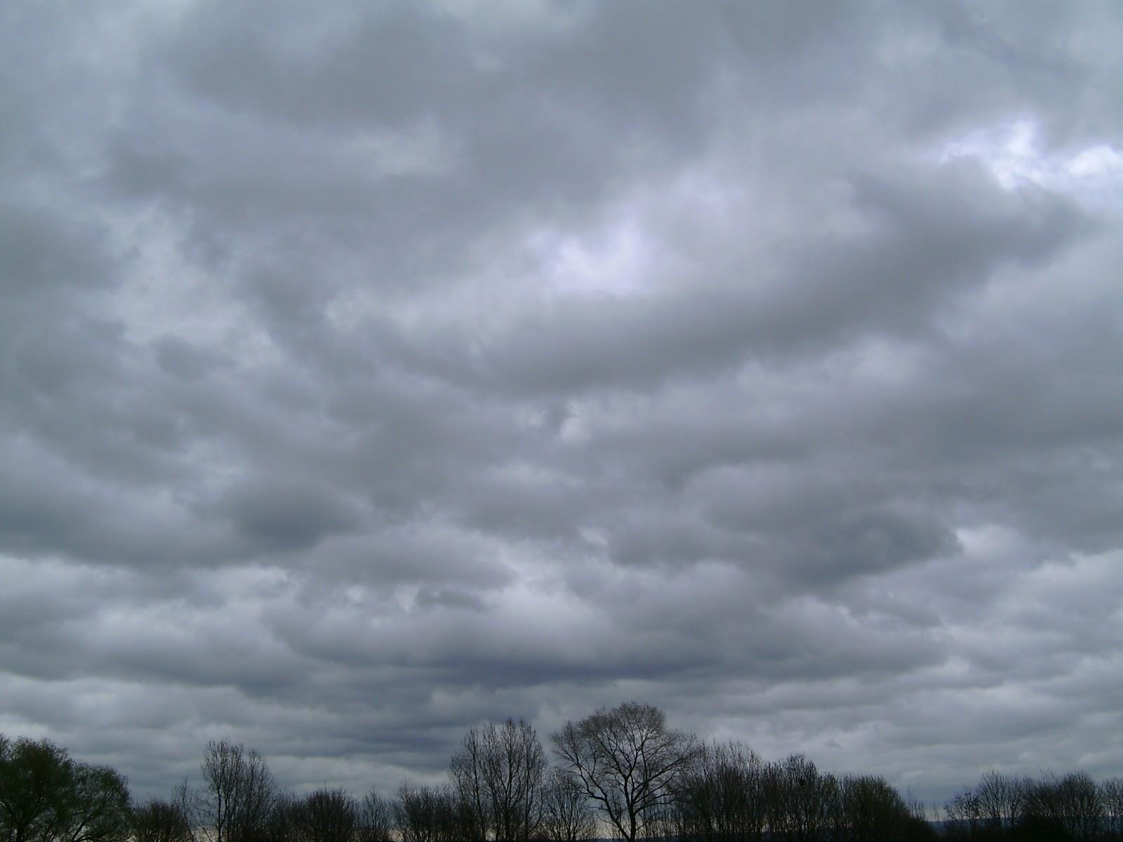 Sky Pictures: Dark Rain Clouds
