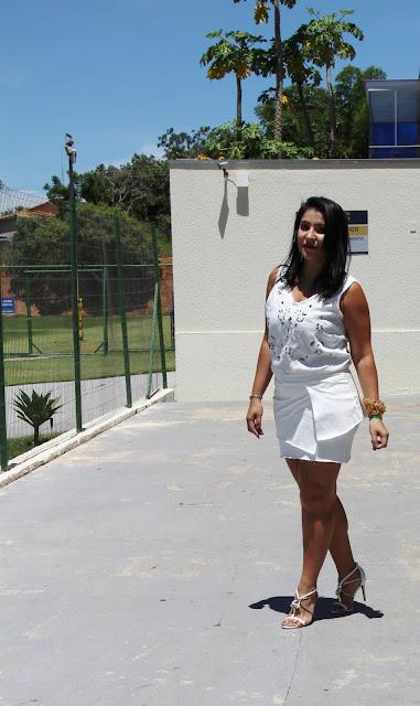 Conjunto branco de saia e blusa para o Reveillon - YDH Store