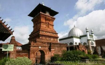 pendirinya adalah Syekh Jafar Sodiq yang lebih dikenal sebagai Sunan Kudus Akulturasi Masjid Kudus