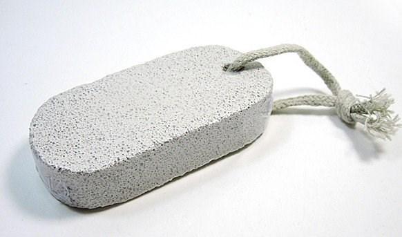 Tẩy lông chân bằng đá mài tại nhà