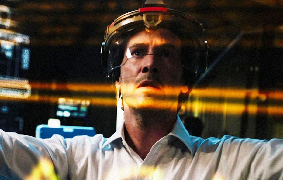 "Keanu Reeves clona sua família no 1º trailer da sci-fi ""Replicas"""
