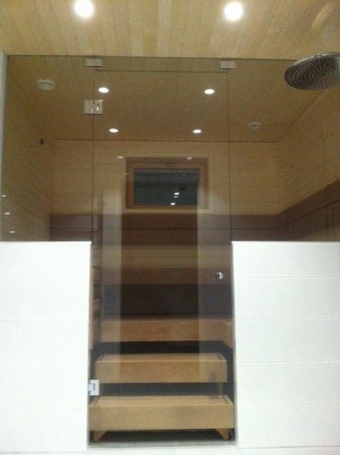 saunan lasiseinä liukuovella