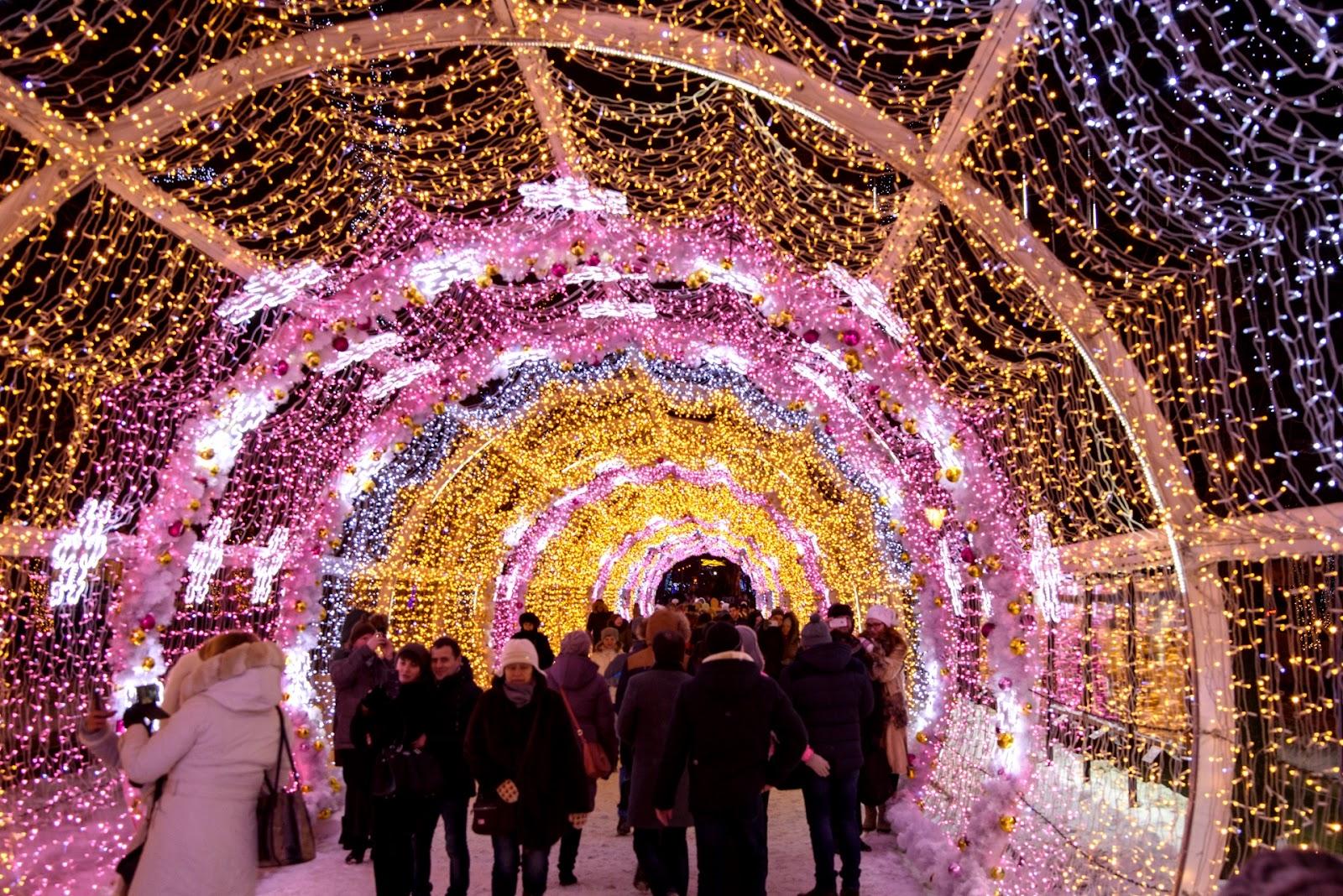 Световой тоннель на Тверской. Москва