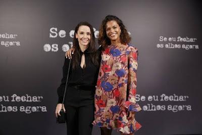 Débora Falabella e Thainá Duarte possam durante o lançamento de 'Se Eu Fechar os Olhos Agora'; a parceria delas continua em 'Aruanas' — Foto: Fabiano Battaglin/Gshow