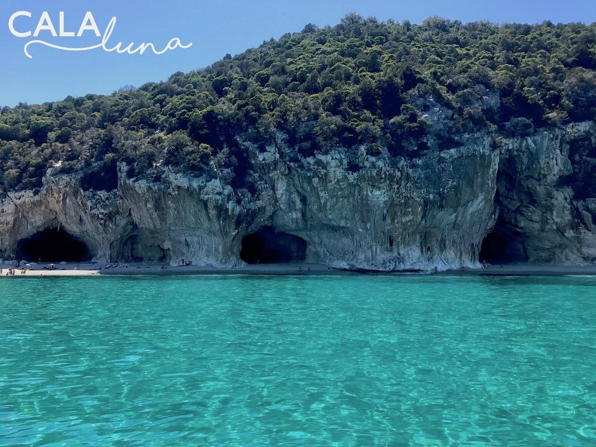 Sardinia Best Beaches Die schönsten Strände Sardiniens auf: http://www.theblondelion.com/2017/08/schoenste-straende-sardiniens.html Tipps Reiseblog Travel Diary Reiseführer Reisetipps Cala Luna