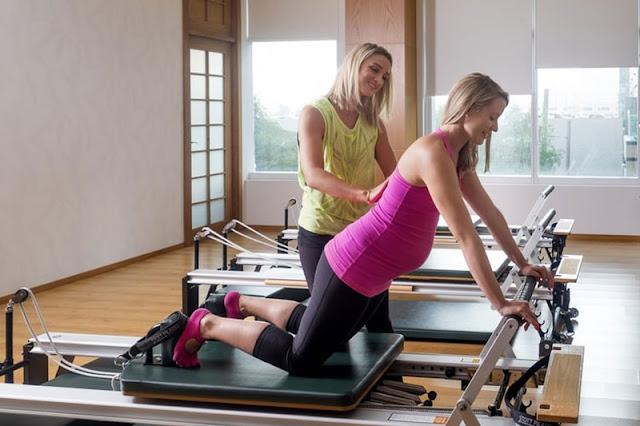 نساء يمارسن رياضة البيلاتس