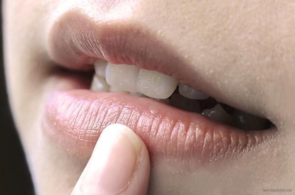 7 Petua Cara Mudah Mecegah dan Mencerahkan Hitam Bibir