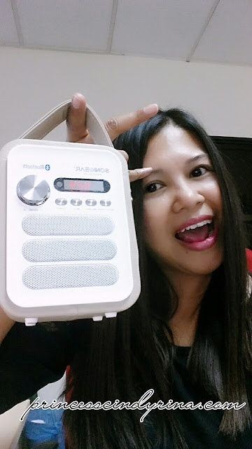 Girl posing with Pandora Neo 500