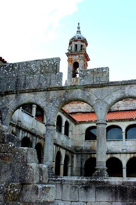 Monasterio de Sta. María de Xunqueira de Espadañedo en la Ribera Sacra, Orense