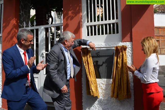 Víctor Lorenzo Díaz Molina, 'Sosó', recibe la Insignia de Oro de Santa Cruz de La Palma por su encarnación de la Negra Tomasa
