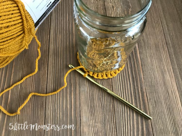 crochet jar cover base