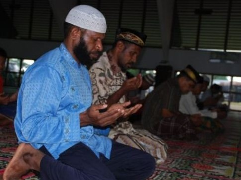 Ribuan Warga Papua Memutuskan Masuk Islam Hanya Gara-Gara Hal Sepele Ini