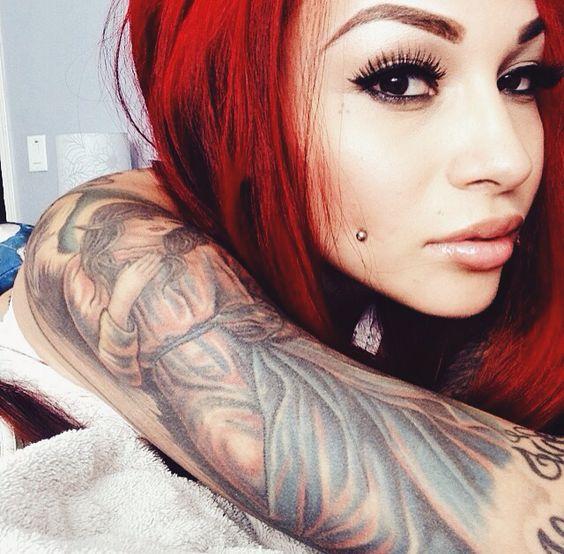 Un tatuaje en el brazo muy atrevido