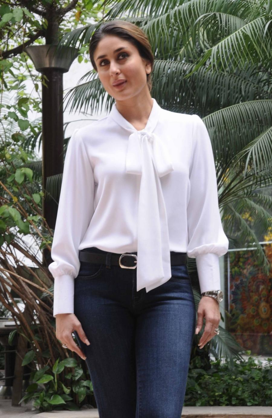 Kareena Kapoor Photos In White Shirt Blue Jeans ...