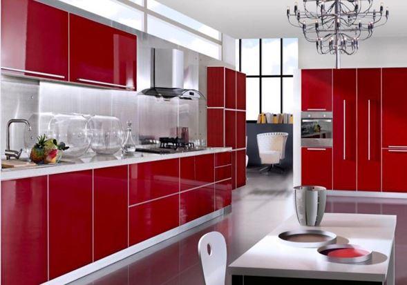 Nổi bật với thiết kế tủ bếp gỗ acrylic màu đỏ.