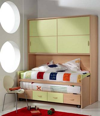 Dormitorio juvenil moderno que ahorra espacio by - Dormitorios con poco espacio ...