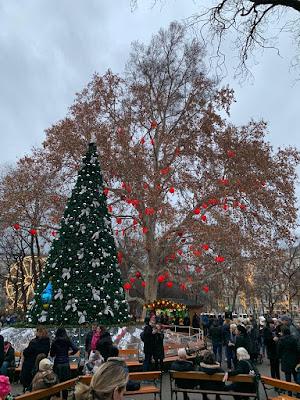 Feliz Año Nuevo 2019: árboles decorados
