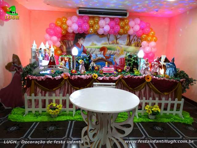 Decoração mesa tradicional de tecido pano para aniversário A Bela Adormecida - Festa infantil feminina