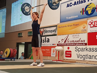Romina stößt 61kg bei der Deutschen Meisterschaft im Gewichtheben in Plauen 2016