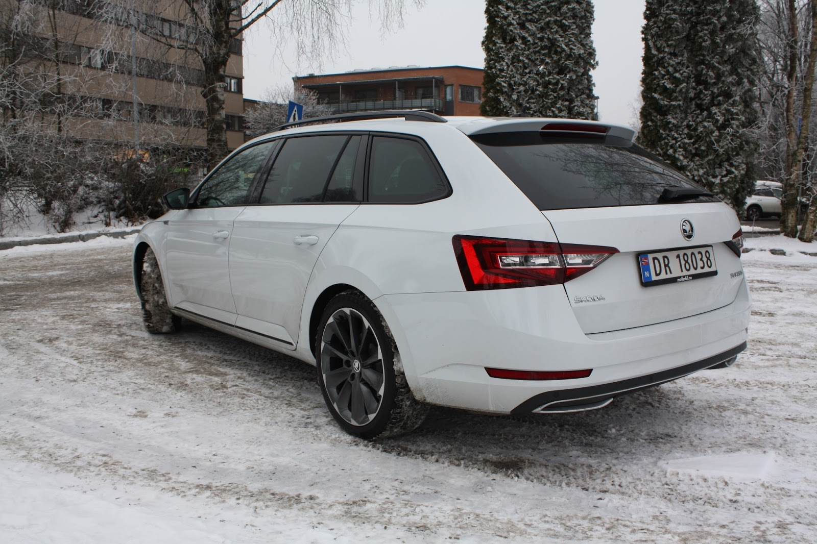 test skoda superb 1 8 tsi 180 hk sportline stasjonsvogn bil og motorbloggen. Black Bedroom Furniture Sets. Home Design Ideas