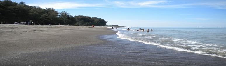 Jelang Lebaran, Pantai Legenda Padangpariaman Berbenah Seadanya