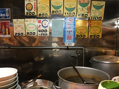 三軒茶屋にある長崎のカウンターの中