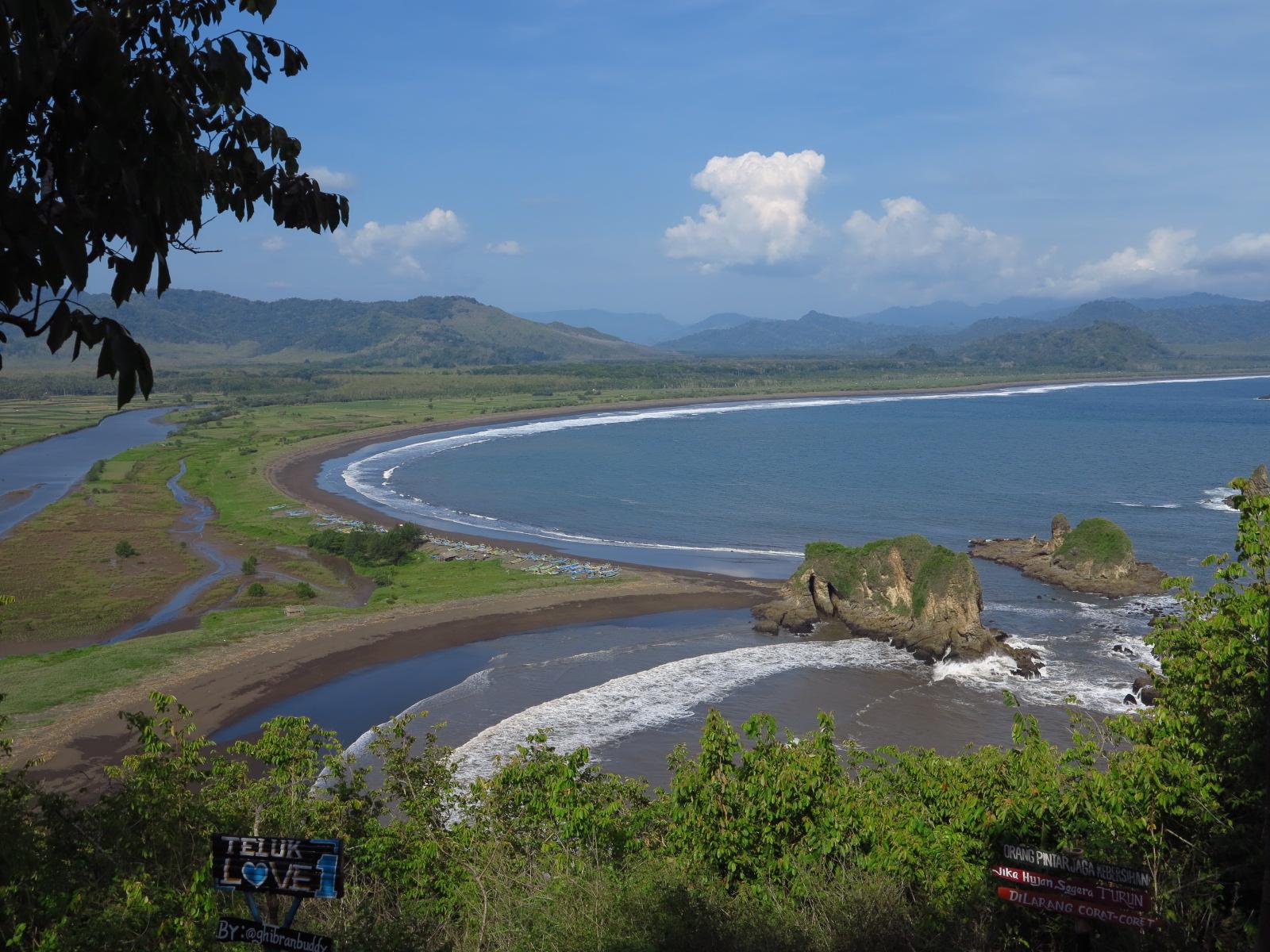 Jalan-jalan ke Jember : Pantai Watu Ulo, Pantai Papuma, Pantai
