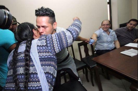 El fin de semana Reynaldo por fin pudo abrazar a su madre con la inocencia comprobada