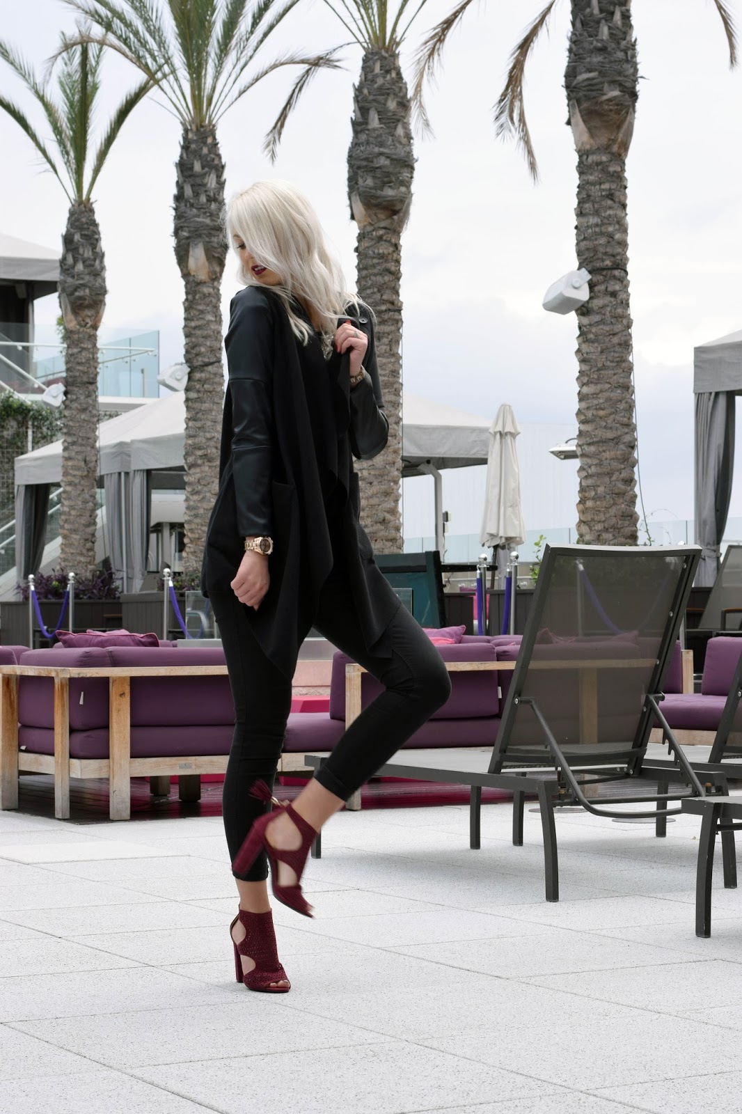 Shushop, heels, all black look, burgundy heels