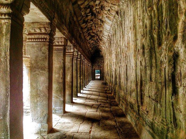 Hành lang trong đền thờ