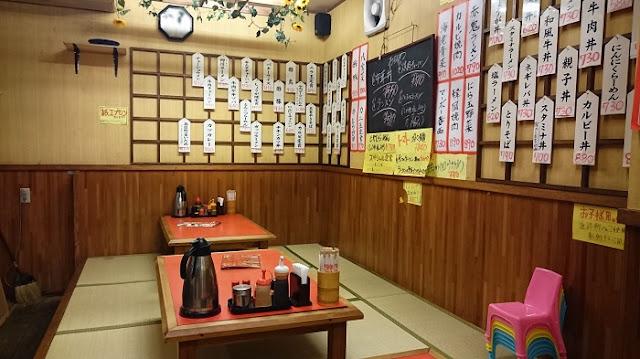 あけぼのラーメン小禄店の店内の写真
