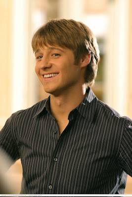 benjamin mckenzie behind the scenes smiling
