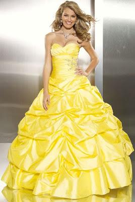 Foto de mujer con vestido de quinceañera color amarillo