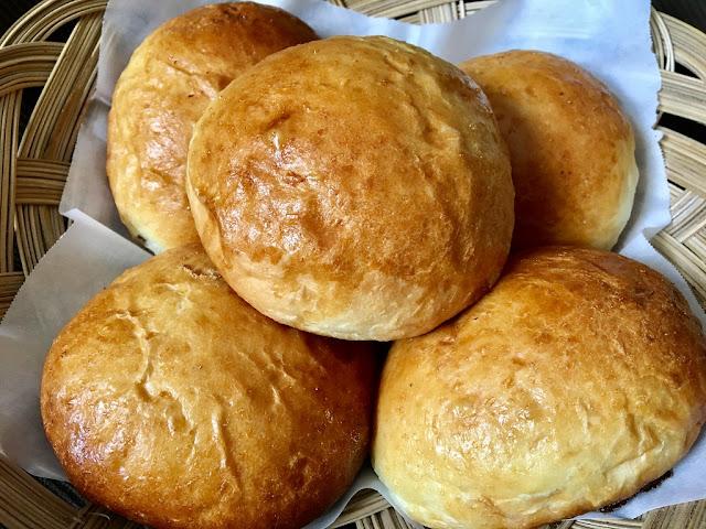 Poderacho Bol, Goan Bread