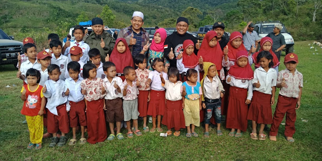 Bersama Kapolres Bone, Bupati Bone Terpilih Kunjungi Desa Terpencil