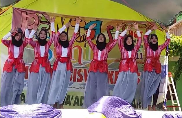 TARI BARAKALLAH RAMAIKAN HUT 11 MA DARUSSA'ADAH ROWOSARI 2016