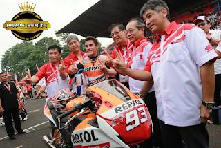 Sesi Foto Dengan Tim Astra Honda Racing Indonesia