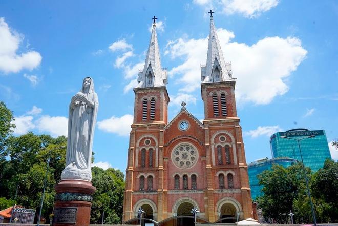 Nhà thờ Đức Bà ở TP.HCM hiện nay được xây dựng xong vào năm nào?