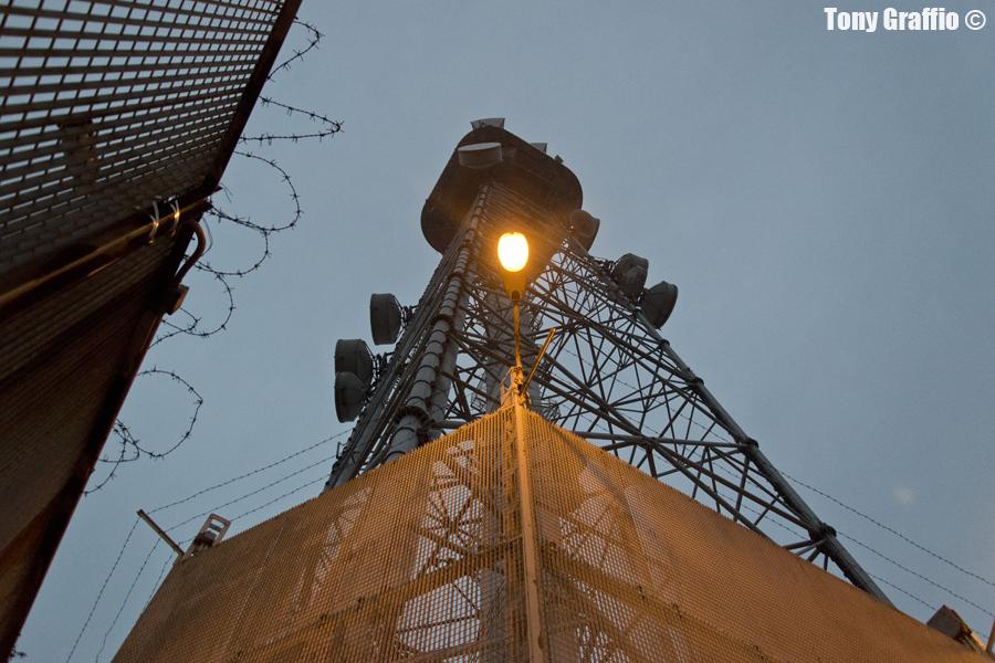 La Torre della Rai di corso Sempione all'alba.