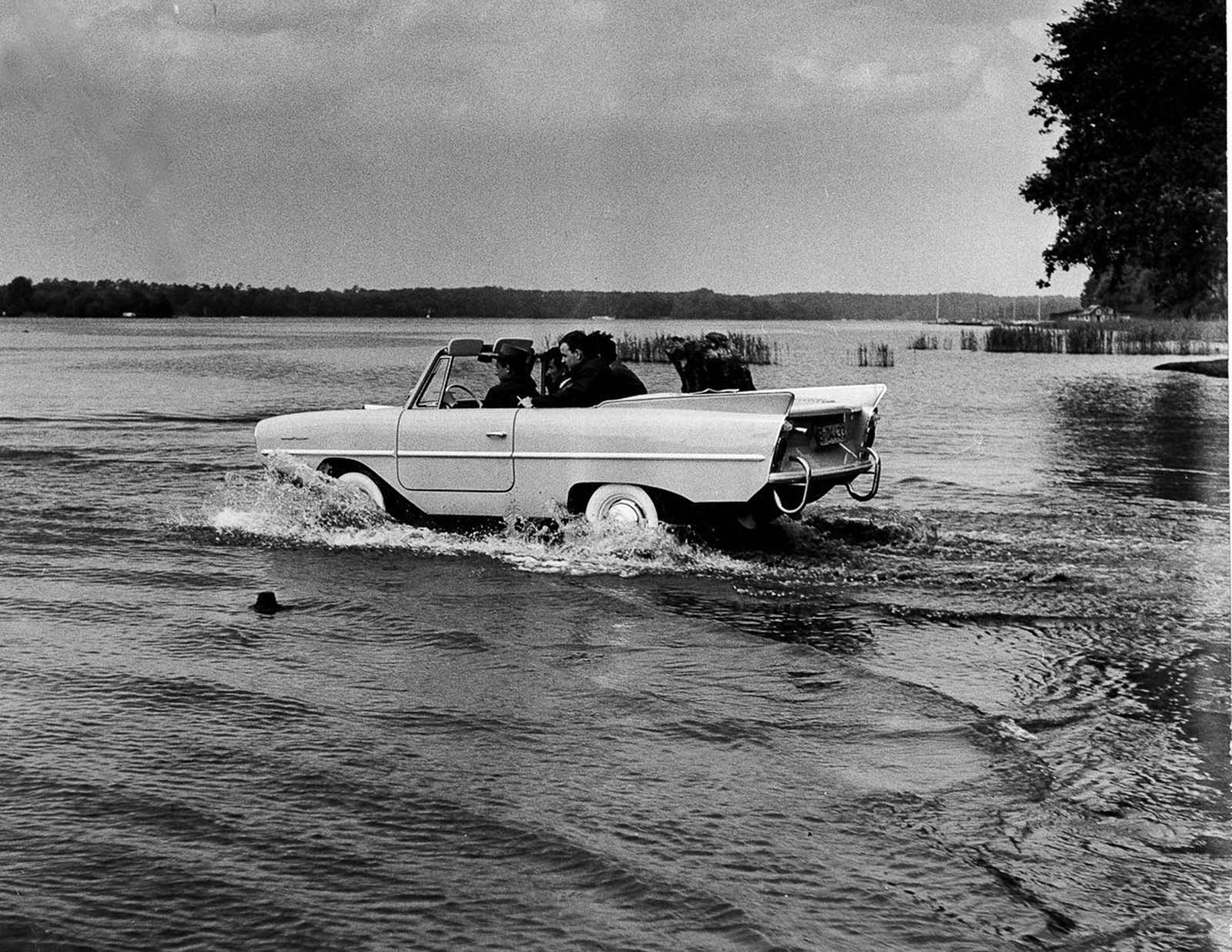 Designed by Hans Trippel, the amphibious vehicle was manufactured by the Quandt Group at Lübeck and at Berlin-Borsigwalde, with a total of 3,878 manufactured in a single generation.