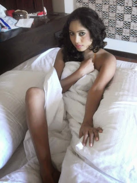 Sri Lankan hot actress Piumi Srinayaka