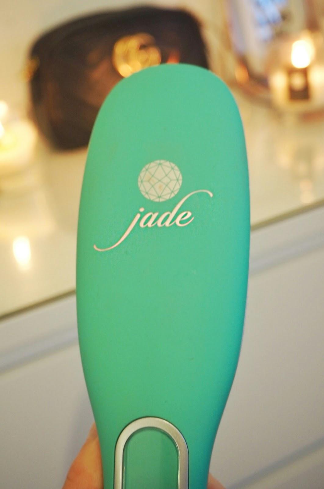 Irresistible Me Jade Straightening hair brush