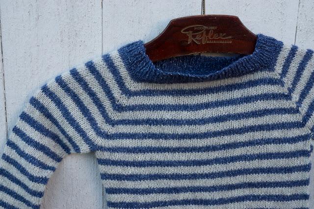 den lilla randiga tröjan