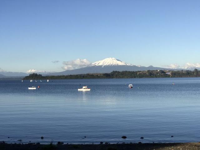 Lago Llanquihue com o Vulcão Osorno