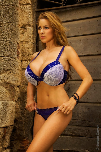 Jordan-Carver-Villaggio-hot-sexy-hd-photoshoot-image_19