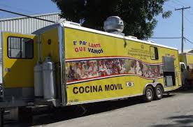 Administrador de los Comedores Económicos lleva alimentos crudos y cocidos a Villa Altagracia y Cambita de S.C.