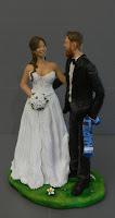 Sposini torte sposi tifosi sposa abito decorato statuina sposo sciarpa orme magiche