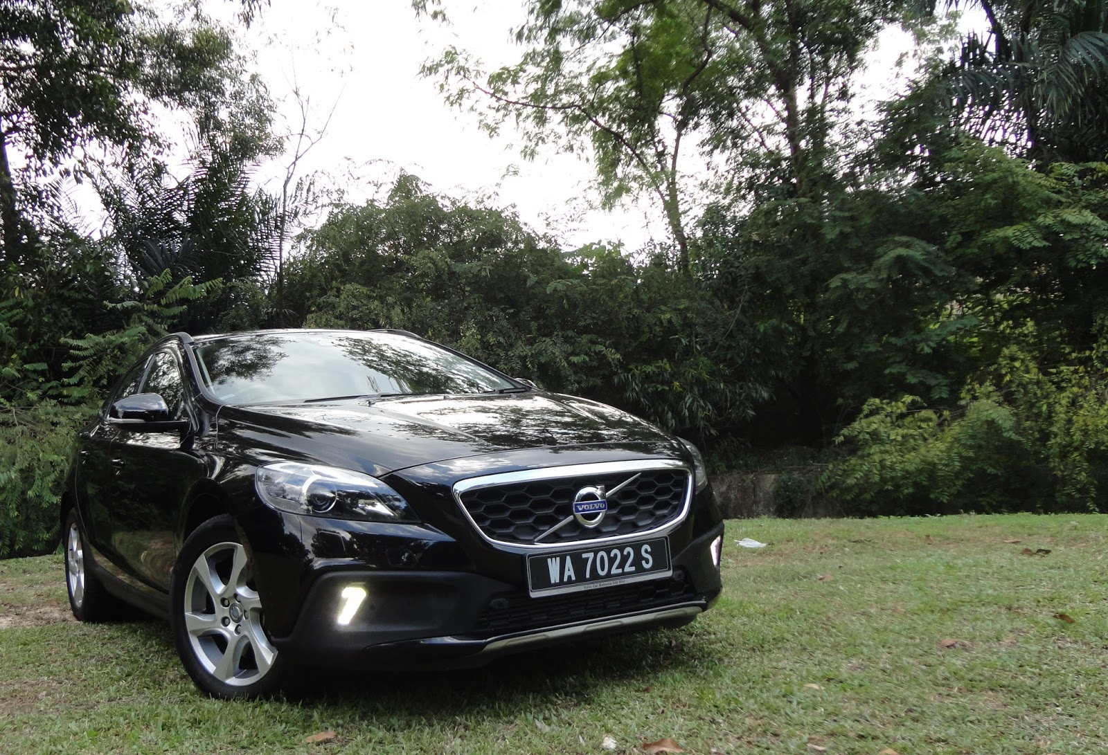 Test Drive Volvo V40 T5 Cross Country 2 0 Probably The Most Refined Premium Hatchback In Market